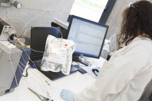 Analyse Gaz laboratoire opératrice chimiste