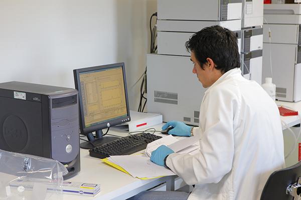 Analyse air ambiant opérateur HPLC Essonne